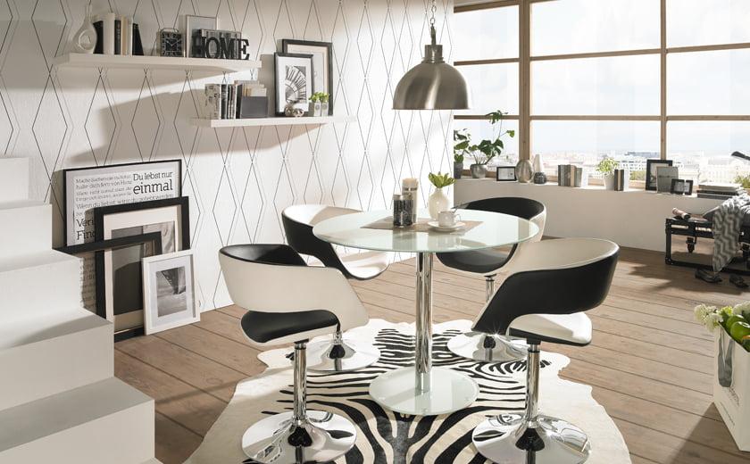Jedilnica manjša kombinacija jedilnih miz in stolov