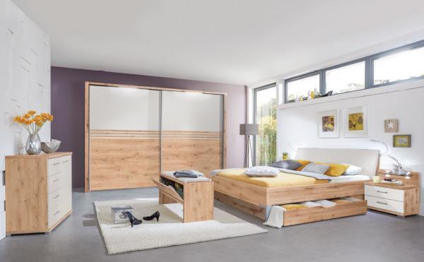 Postelja z vgrajenim predalom v svetli spalnici