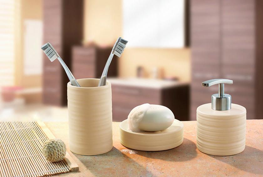 kopalnica detajli pripomočki posodica dozirnik za milo lonček za ščetke dekor