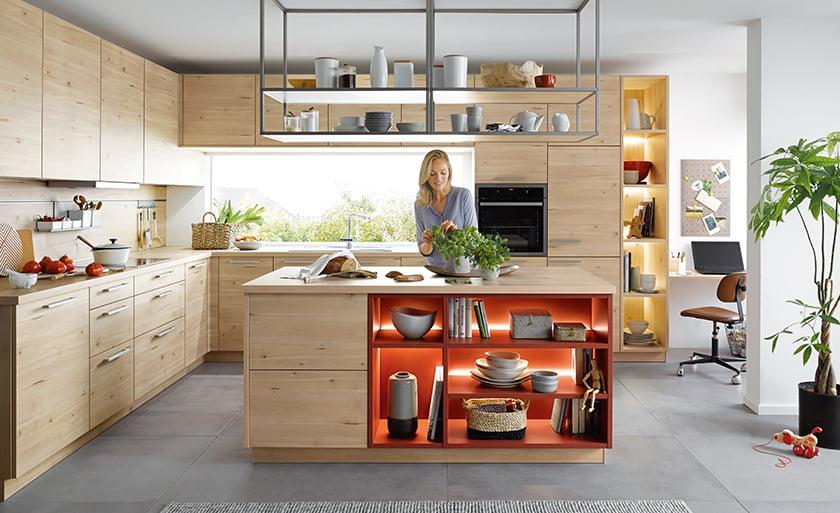 kuhinjski otok police dodatne shranjevalne površine viseče police