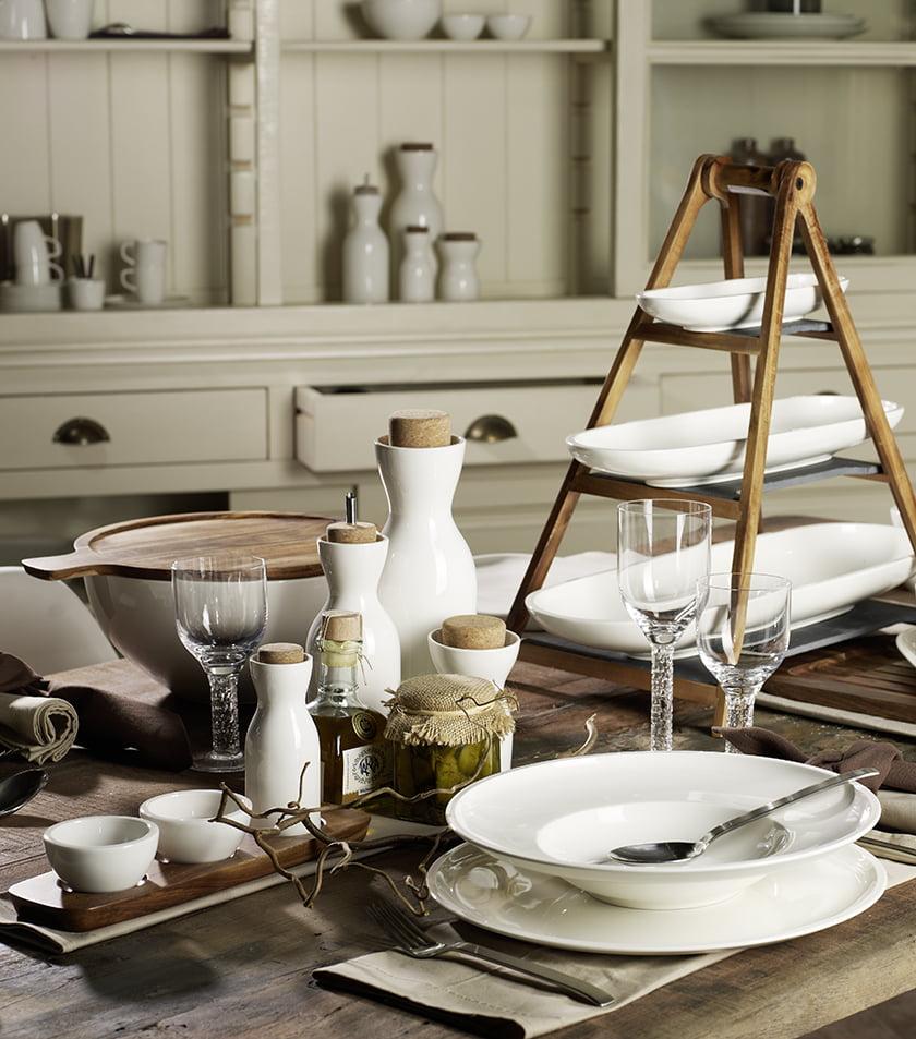 kuhinjski pripomočki miza jedilni servis