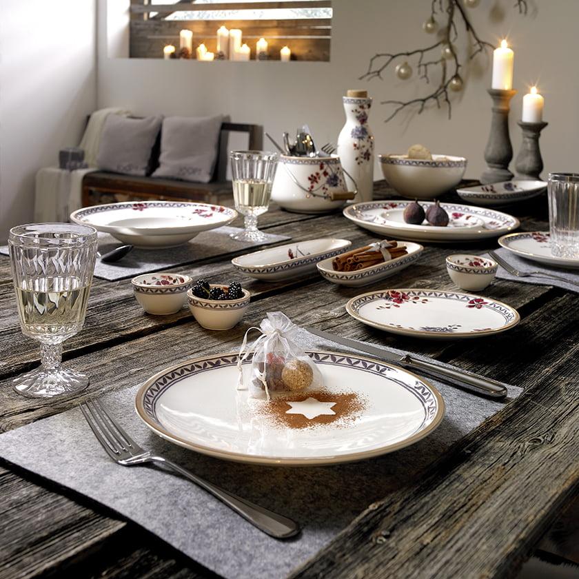 kuhinjski pripomočki pribor krožniki kozarci praznični dekor