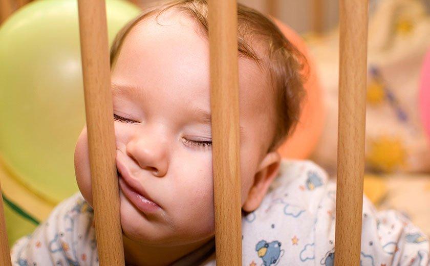 Ograjica pri otroski posteljici