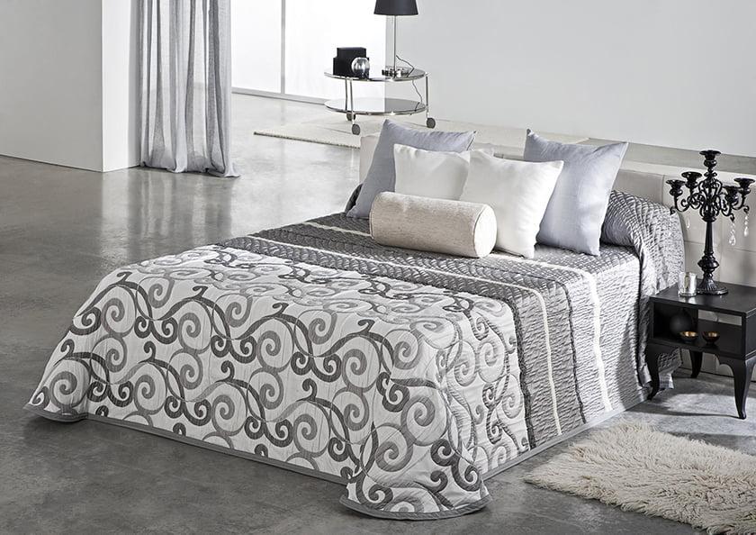 posteljnina okrasne blazine vzglavniki dekor urejenost