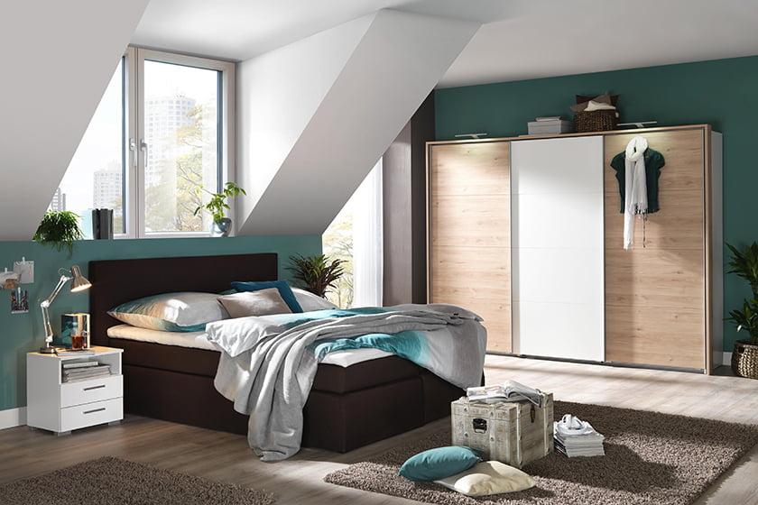 spalnica barve postelja omare dekor odeje preproge