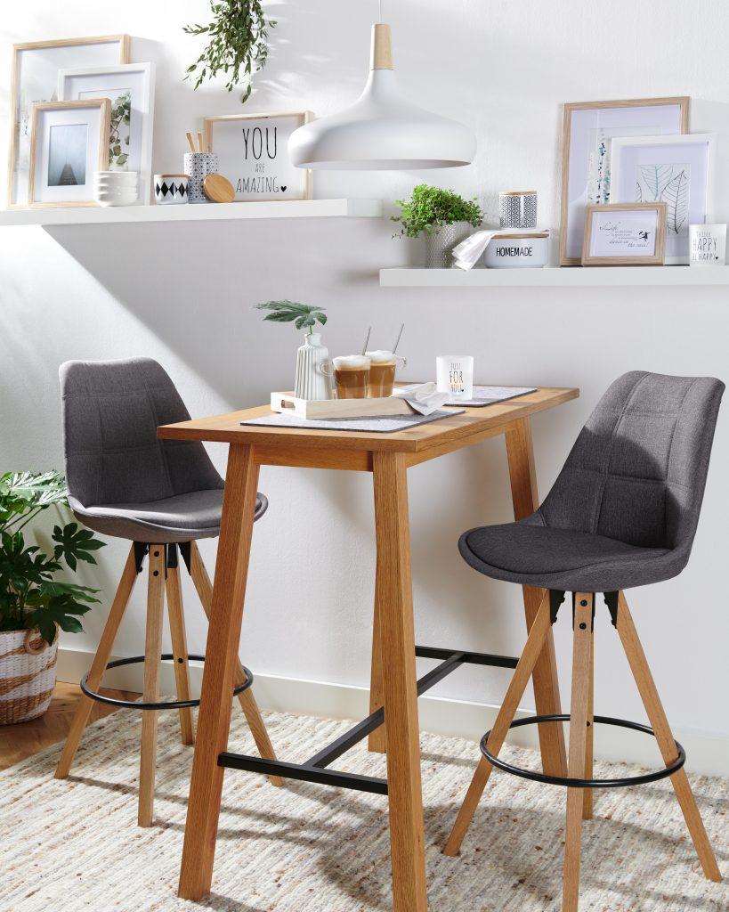 Bar v obliki soda Barske mize šanki in barski stoli