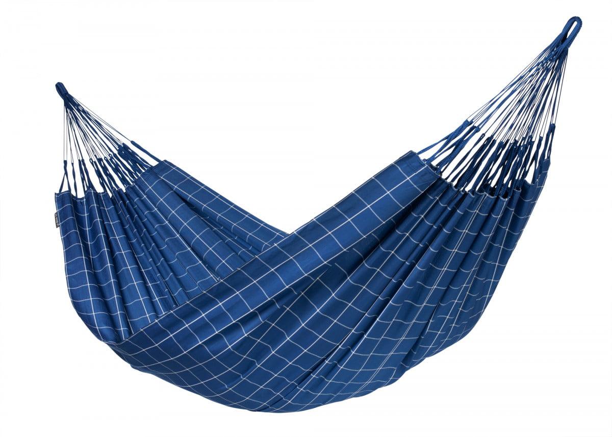 Družinska viseča mreža La Siesta BRISA je ročno izdelana v Kolumbiji. Material je odporen na kakršnekoli vremenske razmere in