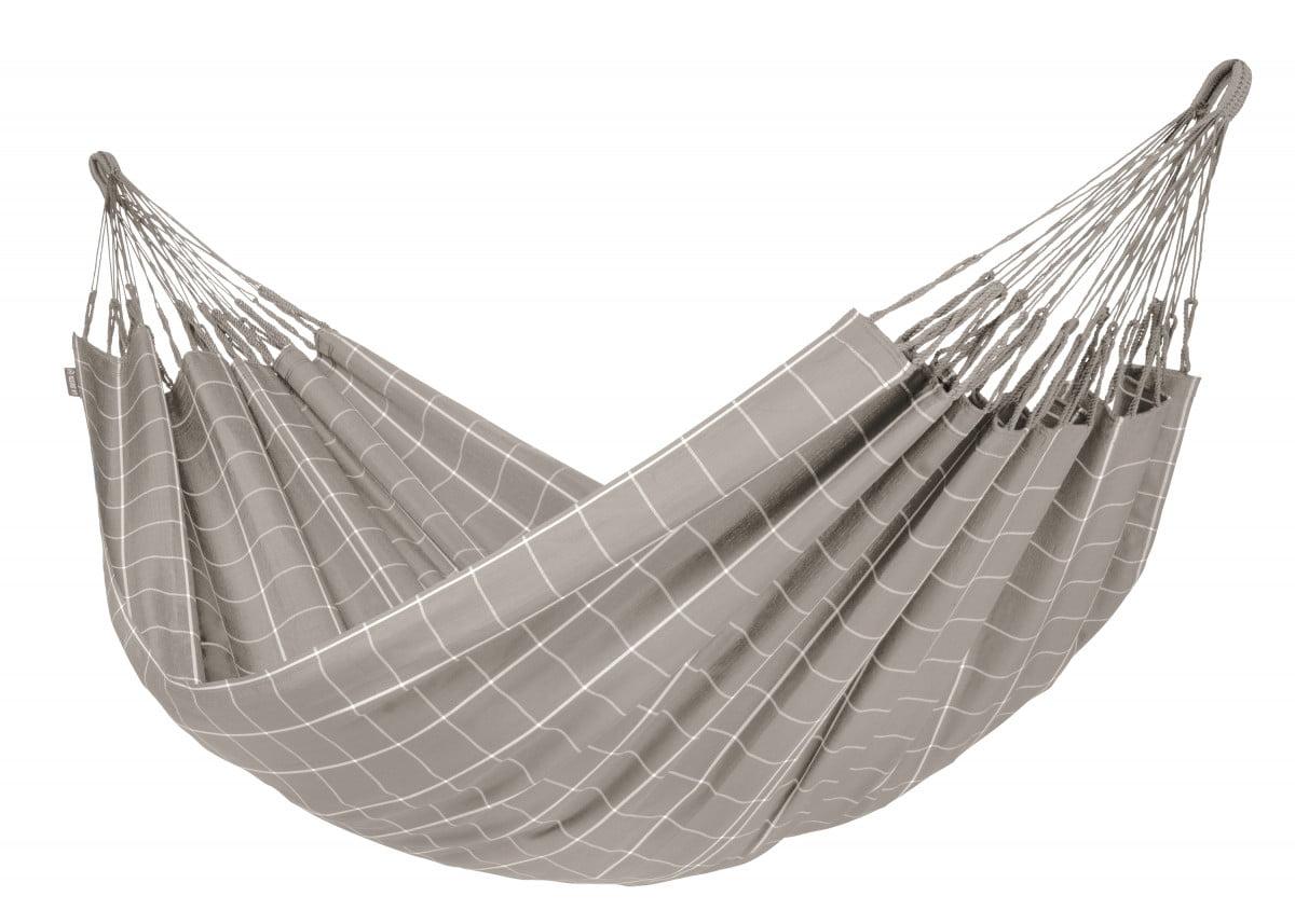 Viseča mreža La Siesta BRISA je namenjena za 1 - 2 osebi. Material je odporen na kakršnekoli vremenske razmere in morebitne raztrganine. Ni
