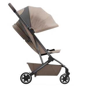 da mlade družine želijo najboljši možni voziček - marelo. Z Joolz Aer lahko potujete na najlažji možni način. S težo le 6 kg in pasom za nošenje preko rame
