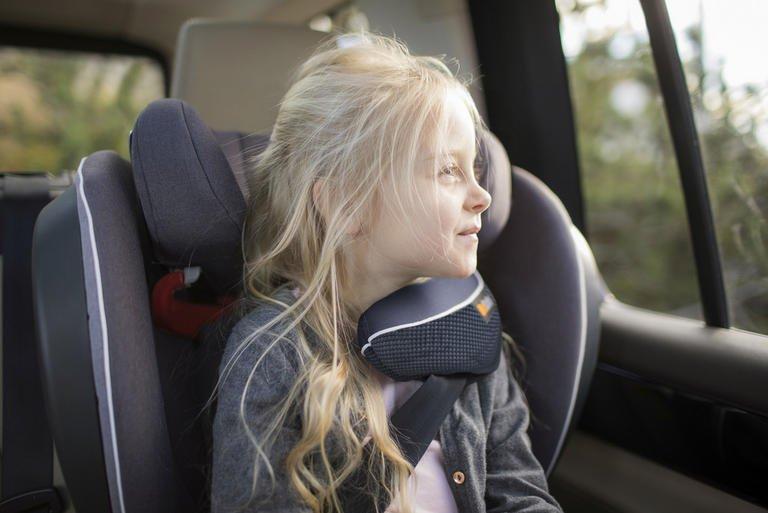Avtosedeži so nujna oprema za otroka, kateri je potrebno nameniti veliko pozornosti. Bodoči in novopečeni starši se velikokrat znajdejo v dilemi, kakšen avtosedež sploh izbrati. Najbolj pomembno je, da avtosedež ustreza starosti, velikosti in teži otroka, hkrati pa omogoča največjo možno varnost in udobje.