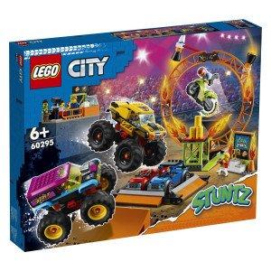 Aktiviraj svoj motor z vztrajnikom in se odpelji v LEGO® City Areno za kaskaderske predstave. Pridruži se zvezdnikom LEGO City TV Alexu