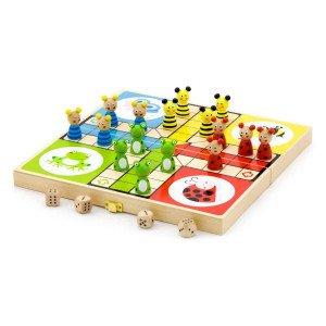 Klasična družabna igra za 2 do 4 igralce. Cilj igre je pripeljati vse štiri figurice čimprej do cilja. Po končani igri pospravi figurice in kocke v priročno škatlico.Lastnosti:- mere: 26 x 26 x 5 cm- primerno za otroke